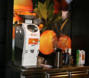 centrifugeuse jus d orange table de cuisine. Black Bedroom Furniture Sets. Home Design Ideas